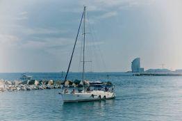 Navegando por el Port Vell en Barcelona - Irene López Sanz