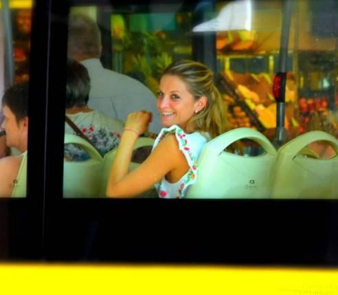 Una sonrisa desde el autobús