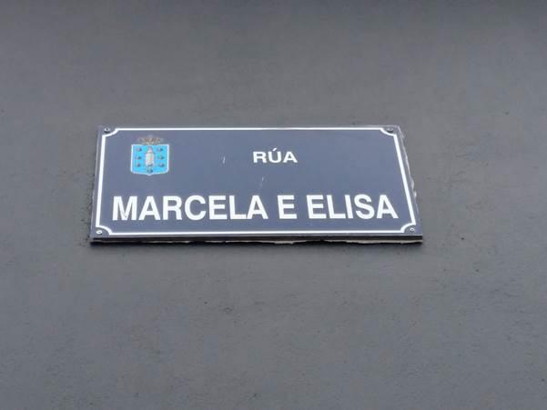 Placa da rúa Marcela e Elisa