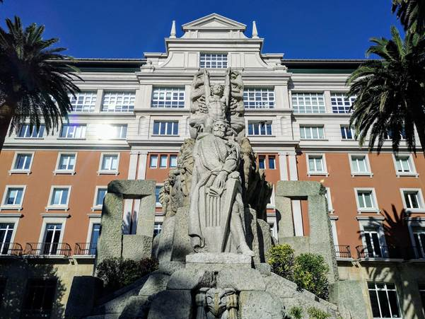 Monumento a Curros Enríquez