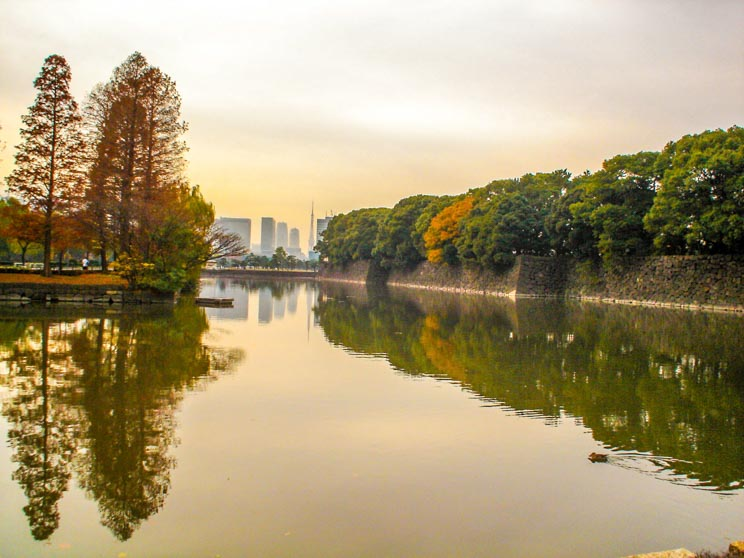 Vista do Hibiya Park a partir do Idemitsu Museum.