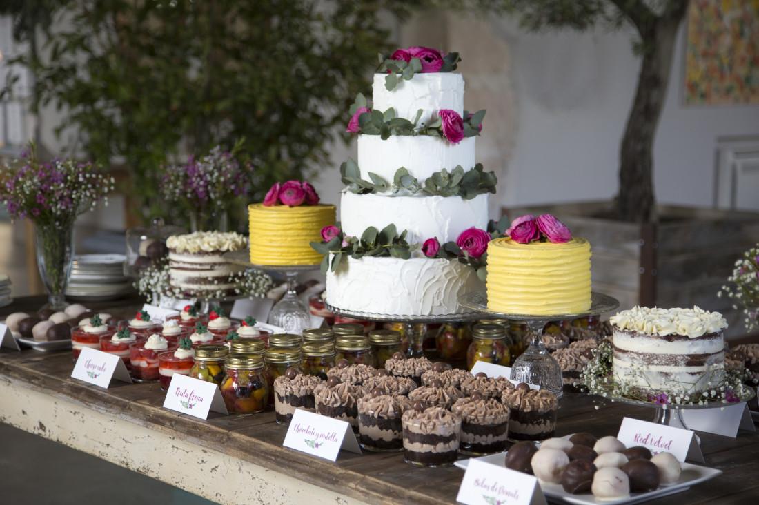 Una boda con mesa de postres  Acaramelada