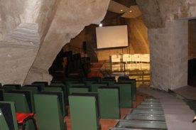 Matera , Casa grotta con teatro
