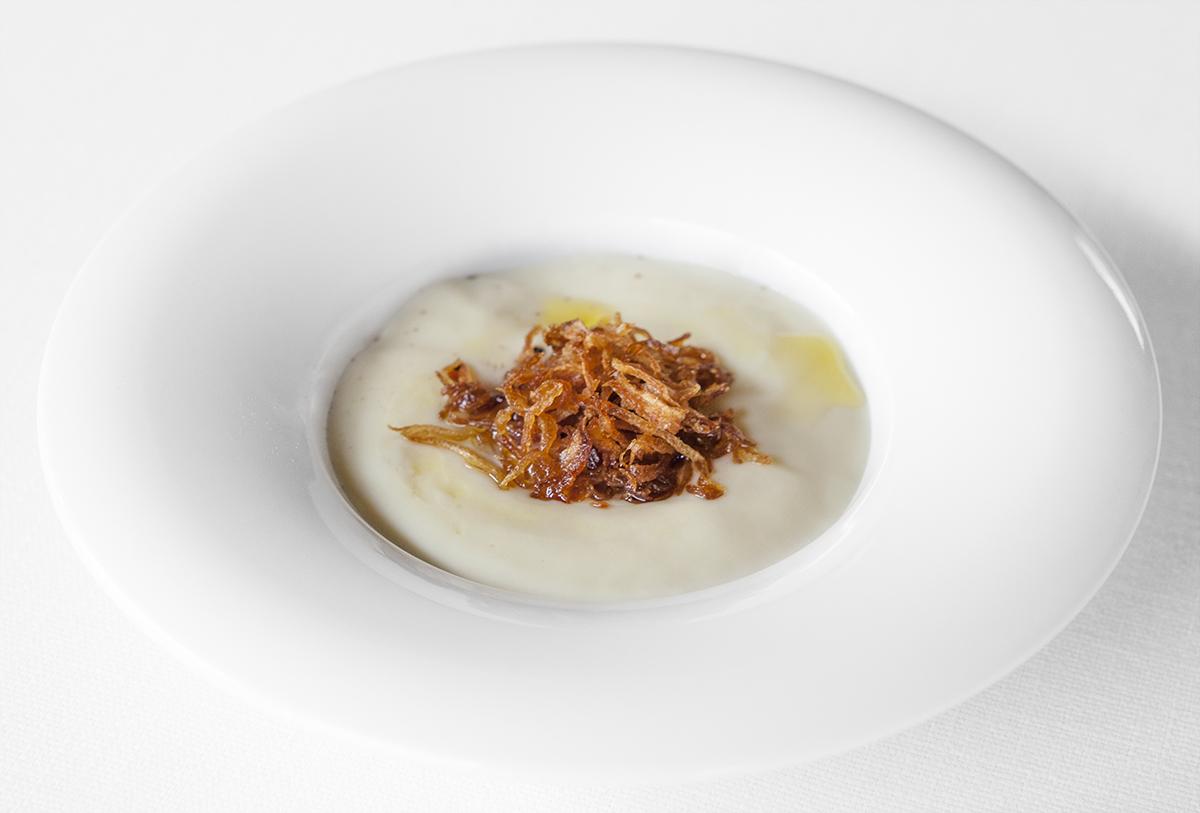 Uovo, patate al tartufo e cipolle