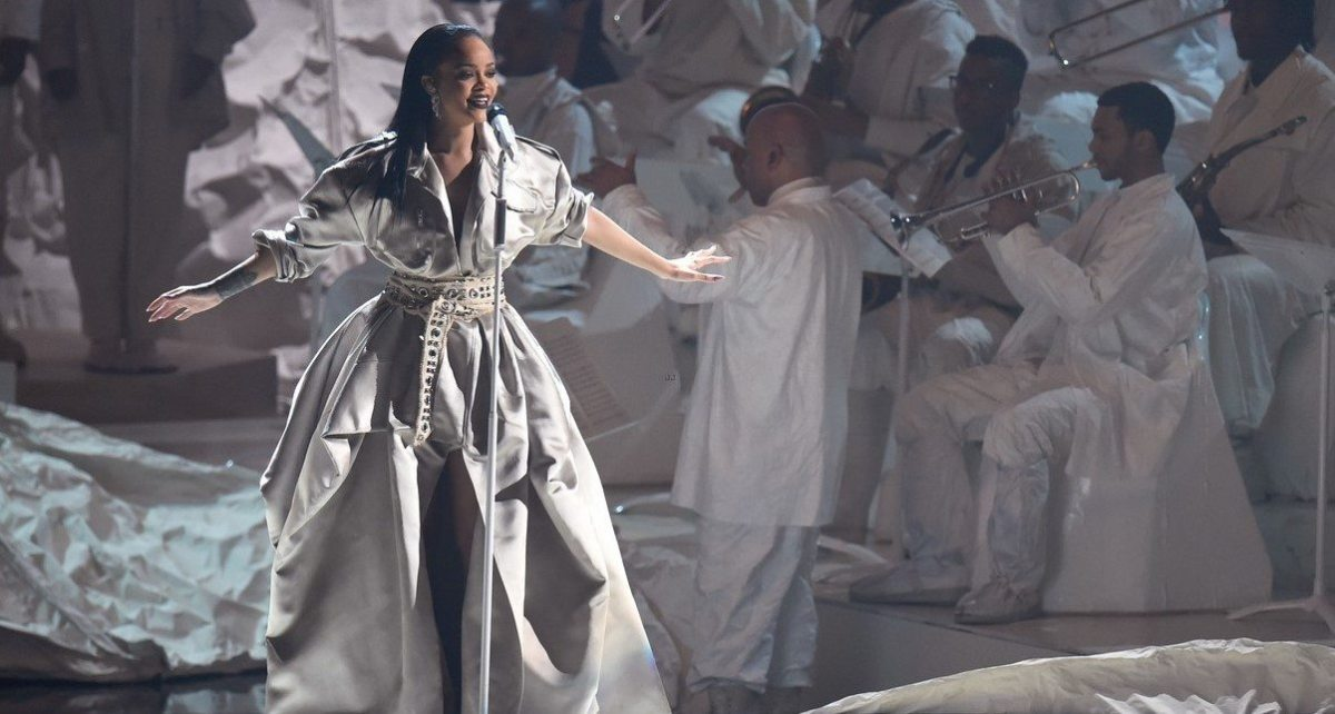 watch-rihanna-four-vmas-performances-09