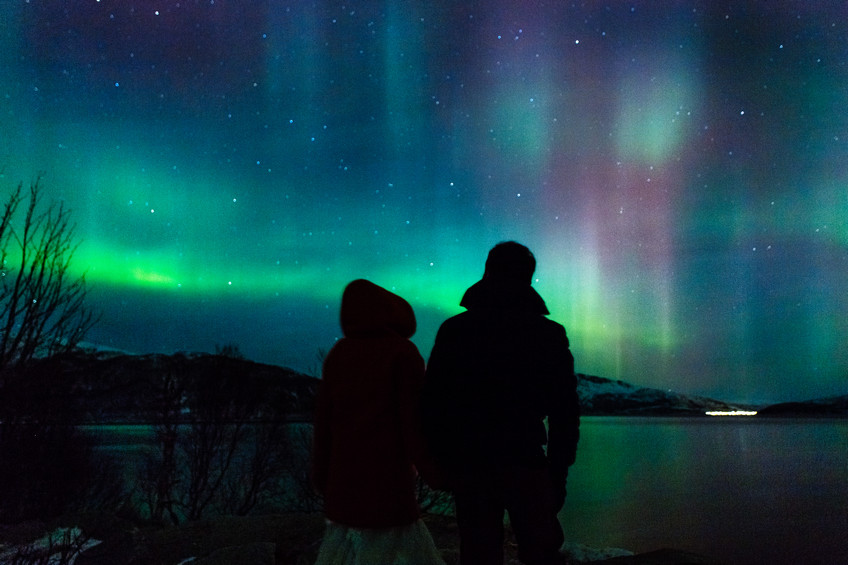 Unique pre wedding shoot photos with the Northern Lights