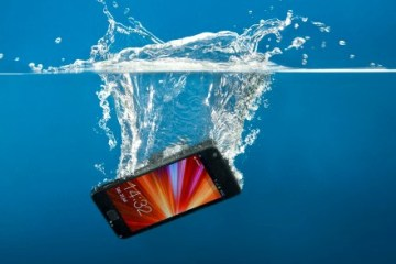 phone in water (2)