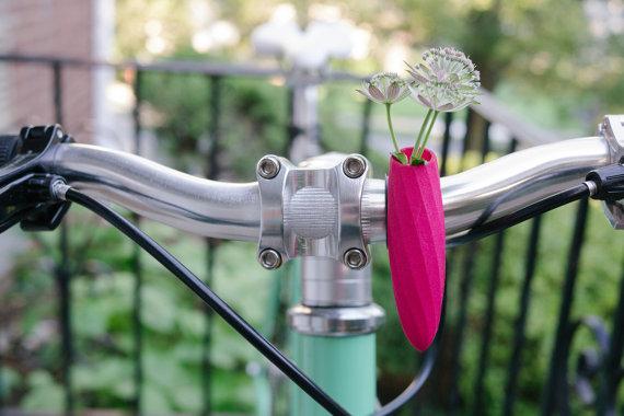 Jalgratas roosa lillevaas