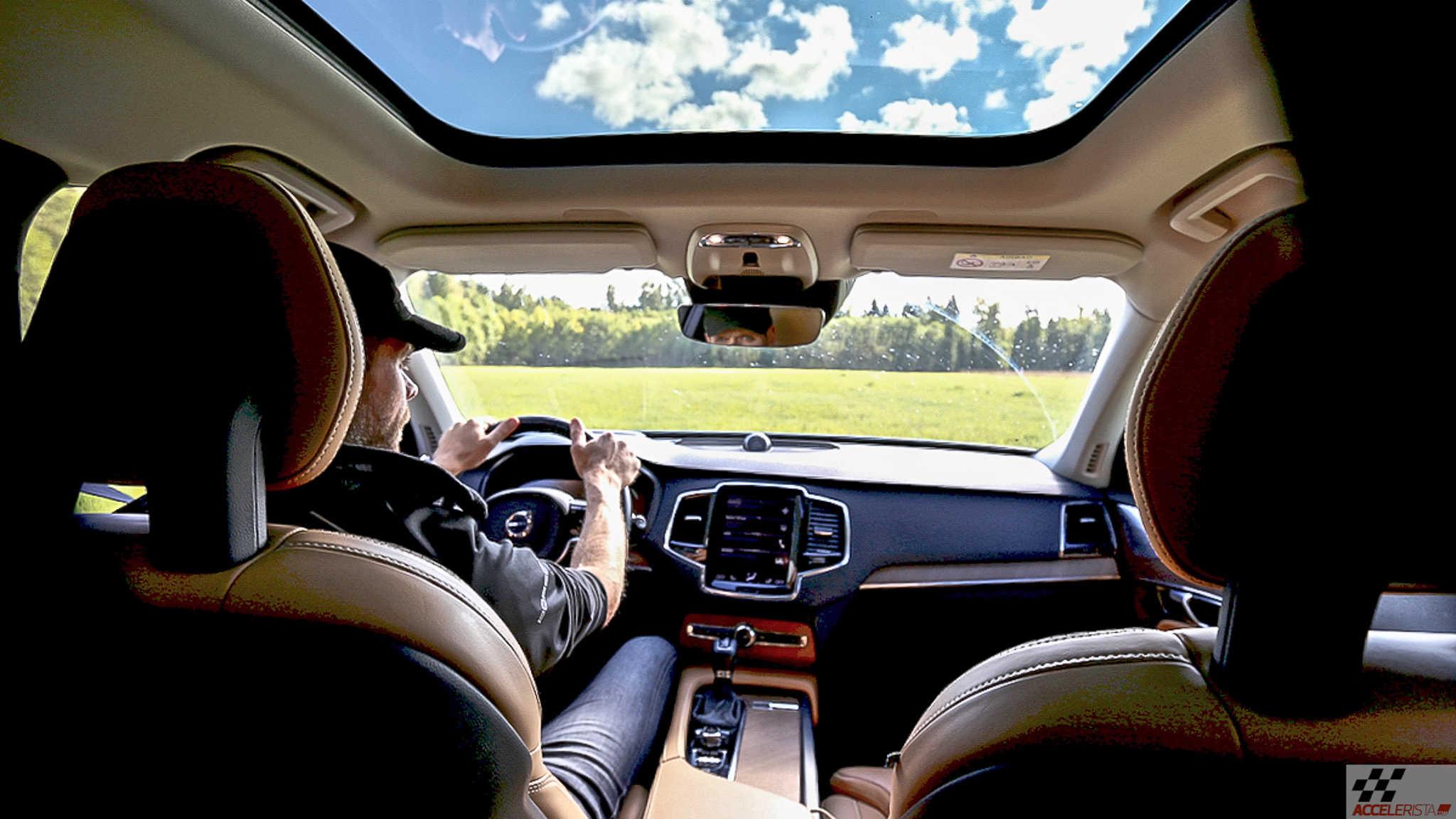 3c9f4fa4cdc Video: Kõrvalised tegevused roolis jätavad auto ohtlikult pikaks ...