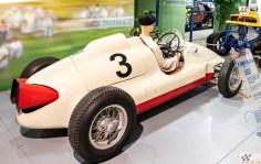 Olge lahked ja palun väga – Tatra märgiga vormelauto. Toona ülimoodsa kontseptsiooniga ehk tagamootoriga T607 tegi esimesed sõidud aastal 1950
