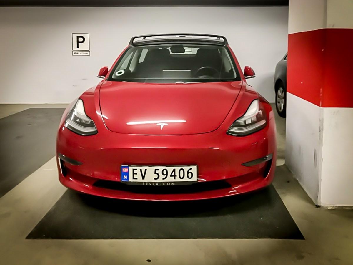 Saksa rendifirma Nextmove taganes 100 Tesla Model 3 ostutehingust. Miks?