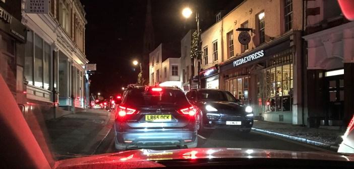 Autoga Ühendkuningriiki: kõik, mida pead teadma vasakpoolsest liiklusest