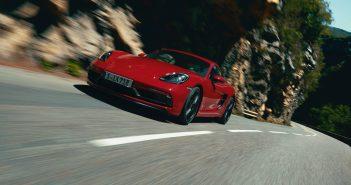 Porsche paneb kahe mudeli kapoti alla 4.0-liitrise vabalthingava mootori