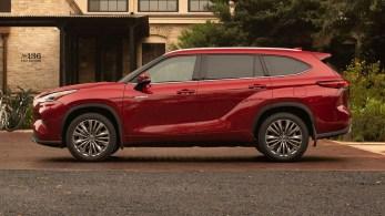 2020-Toyota-Highlander-Platinum-Hybrid-AWD-2