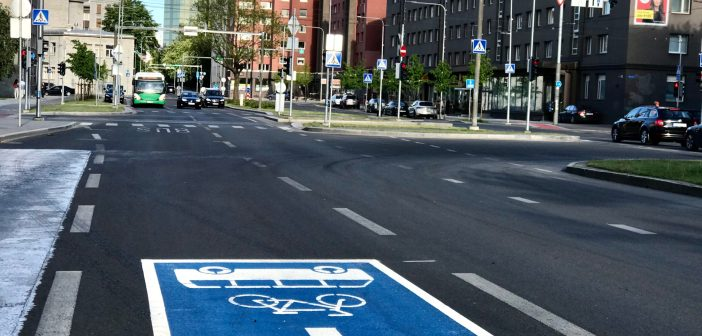 Jalgrattad ja ühistransport ühel rajal – kui ohutu see lahendus ikkagi on?