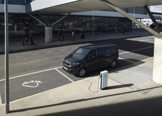 Peugeot e-Traveller – täiselektriline väikebuss jõuab meile 2021. aasta alguses