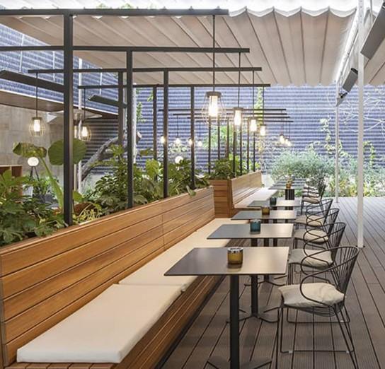 Terrasse design avec luminaire