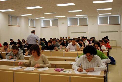 La Universidad Castilla-La Mancha (UCLM) ha convocado el curso de preparación de la prueba de Acceso a la Universidad para mayores de 25 años y para mayores de 45 años del ejercicio 2011-2012