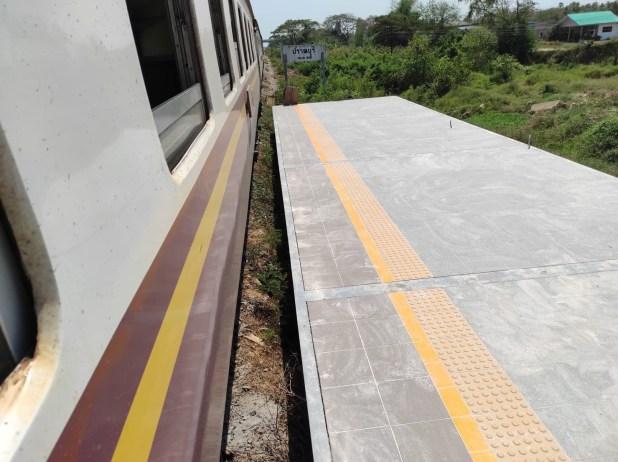ภาพ ความห่างระหว่างตัวรถไฟและพื้นชานชาลา