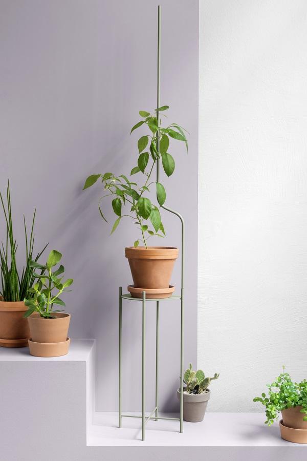 Metalen plantenstandaard met opschroefbare verlengstukken voor iedere plantliefhebber - via Accessorize your Home