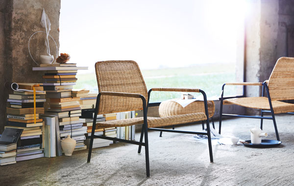 Rotan stoel met zwart metalen frame van IKEA - via Accessorize your Home