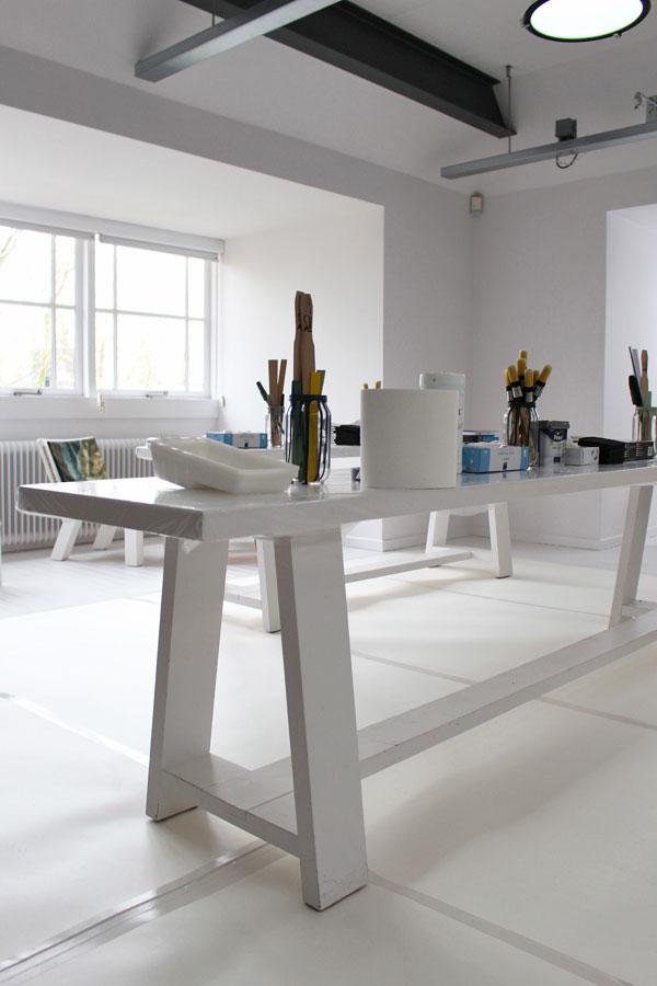 Het lichte en ruime atelier in het Sikkens Experience Center - via Accessorize your Home