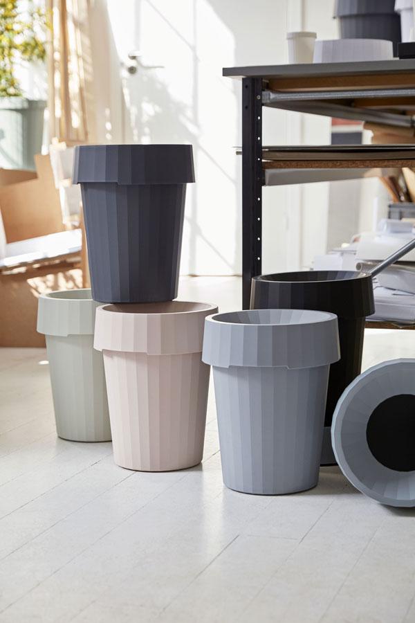 De nieuwe prullenbak van HAY in de kleuren blush, dusty green, grijs en zwart - via Accessorize your Home