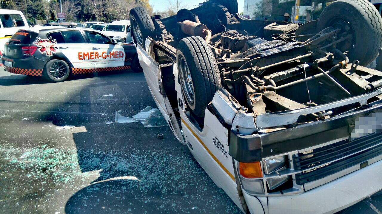 16 Injured as taxi driver loses control of vehicle in Rosebank