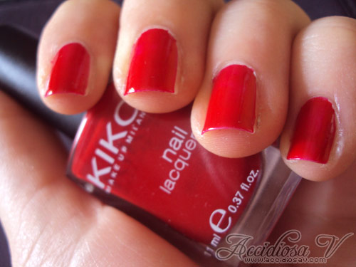 Accidiosa V - Swatch smalto Kiko 239 rosso vermiglio
