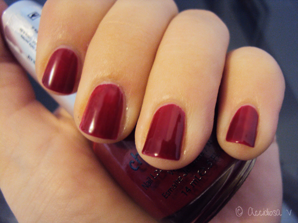 China Glaze Phat Santa swatch - Holiday 2010 - (Red nail laquer, nail polish, smalto rosso)