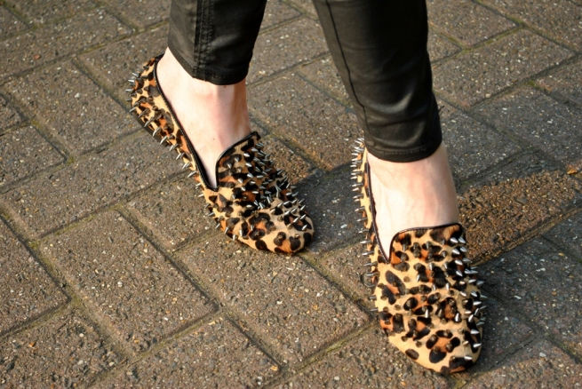 Trend scarpe Autunno 2012: smoking slippers - Leopard spiked smoking slippers streetstyle