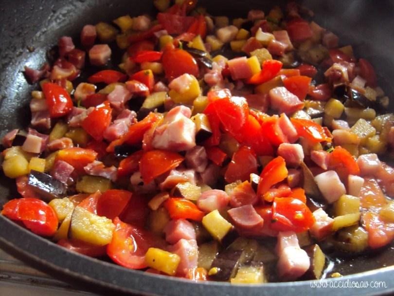 pasta amatriciana con melanzane ricetta accidiosav - preparazione sugo