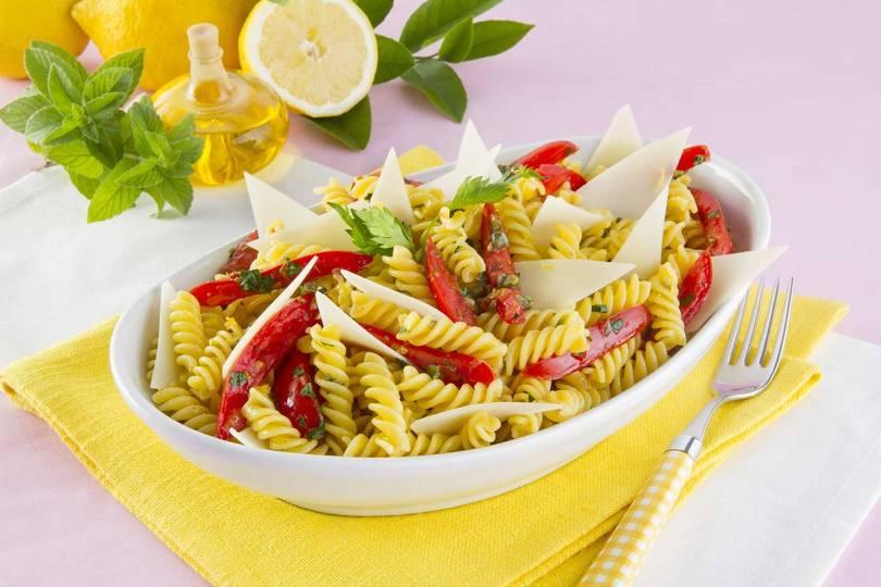 Ricette da pic nic: insalata di pasta fredda con pomodoro e basilico