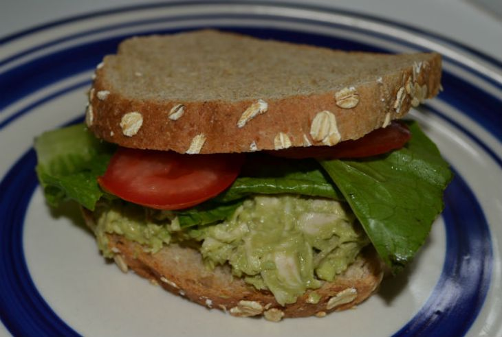 avocado-chicken-salad-sandwich