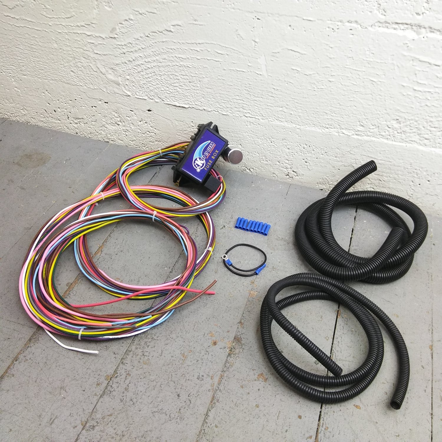 hight resolution of 12v 18 circuit 12 fuse universal wiring harness kit mgb kustom 1946 pontiac bar product description c
