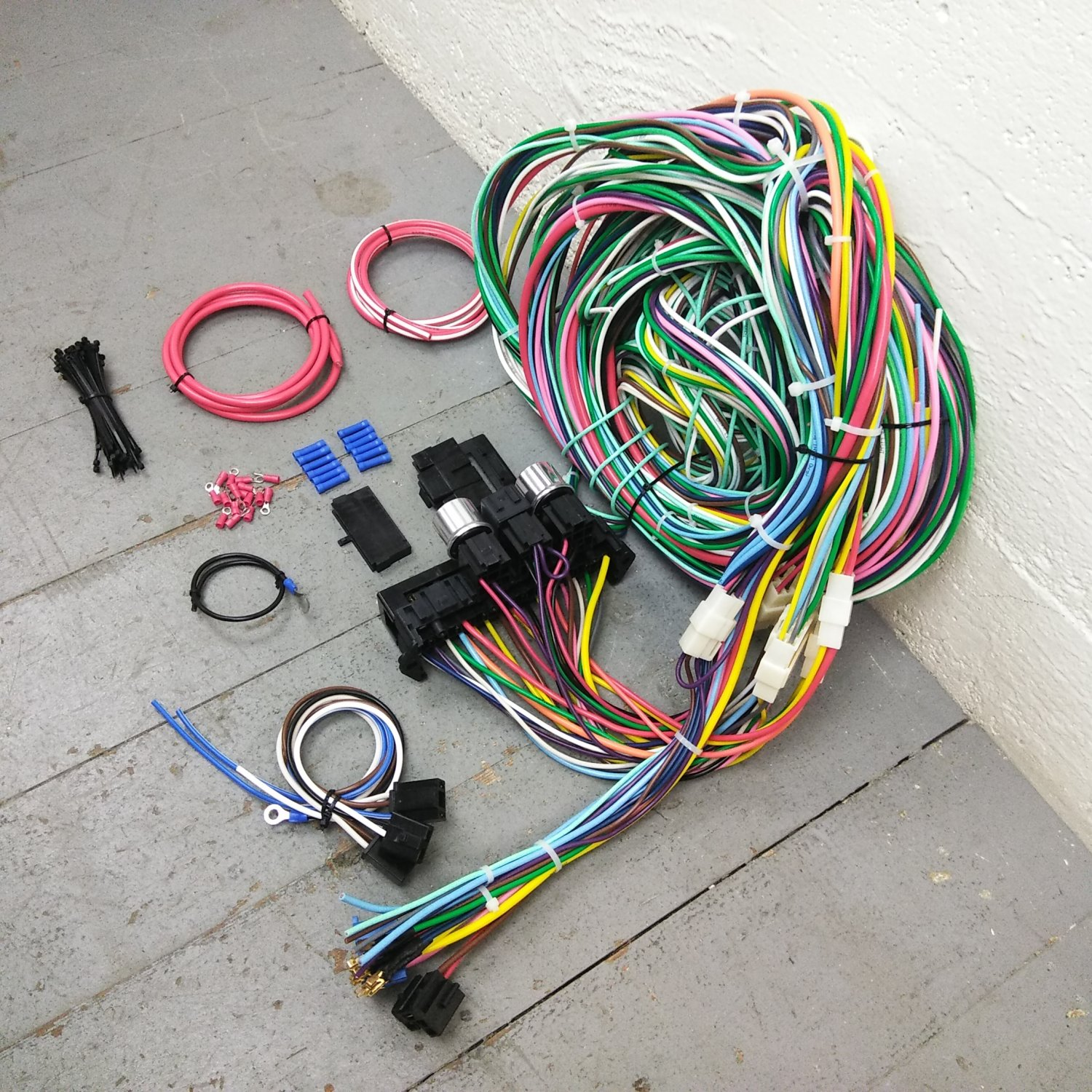 hight resolution of 1935 1940 ford rhd wire harness upgrade kit fits painless compact new fuse kic bar product description c