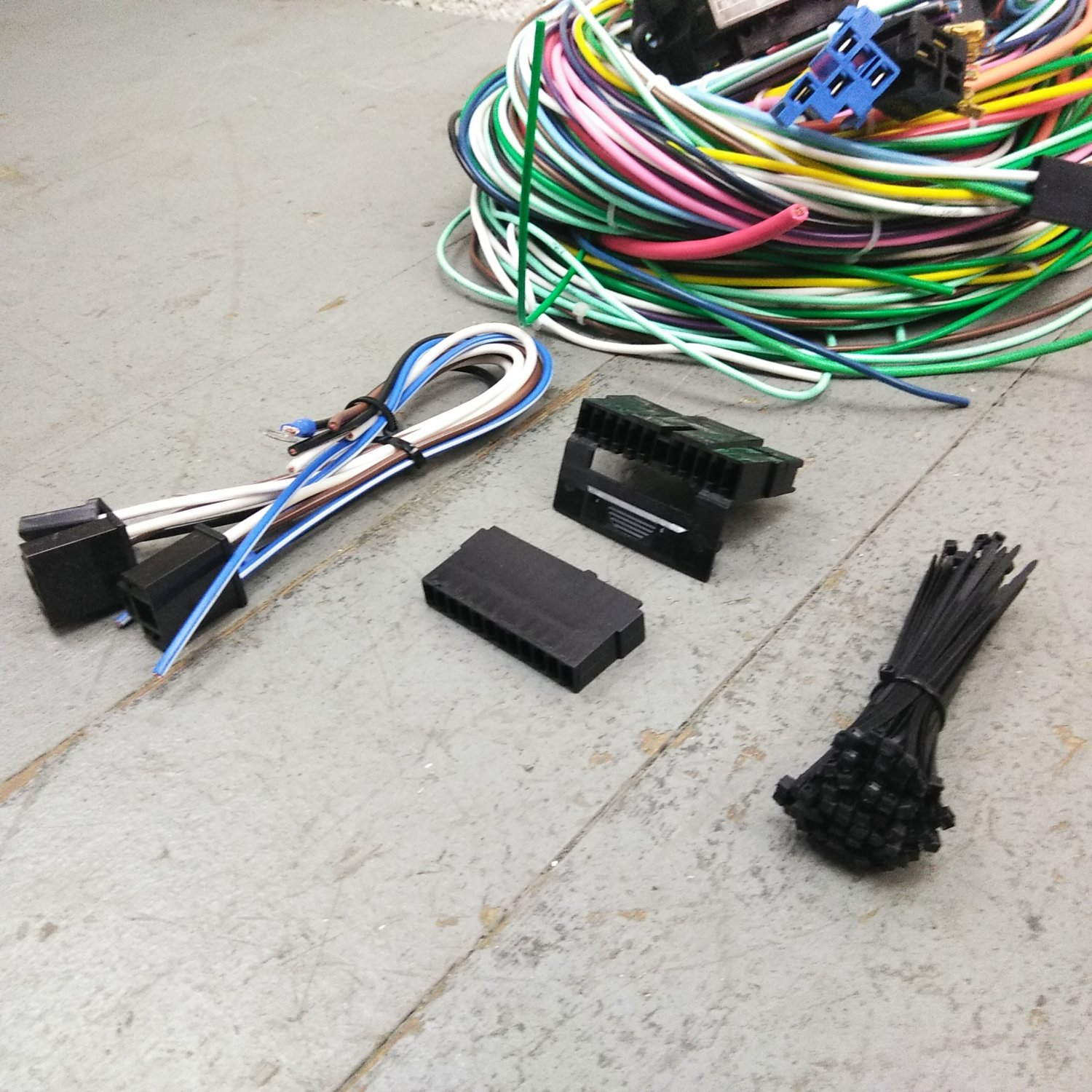 hight resolution of 1967 1970 ford mustang wire harness upgrade kit fits painless fuse compact new