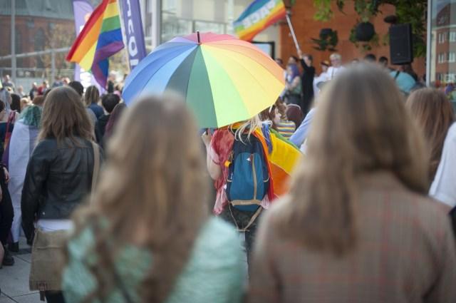 Que sentimento prevalece entre a comunidade LGBTI da Europa – esperança ou medo?