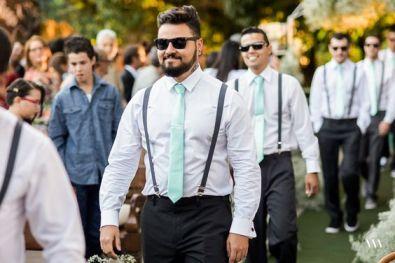 padrinhos de casamento com gravata verde