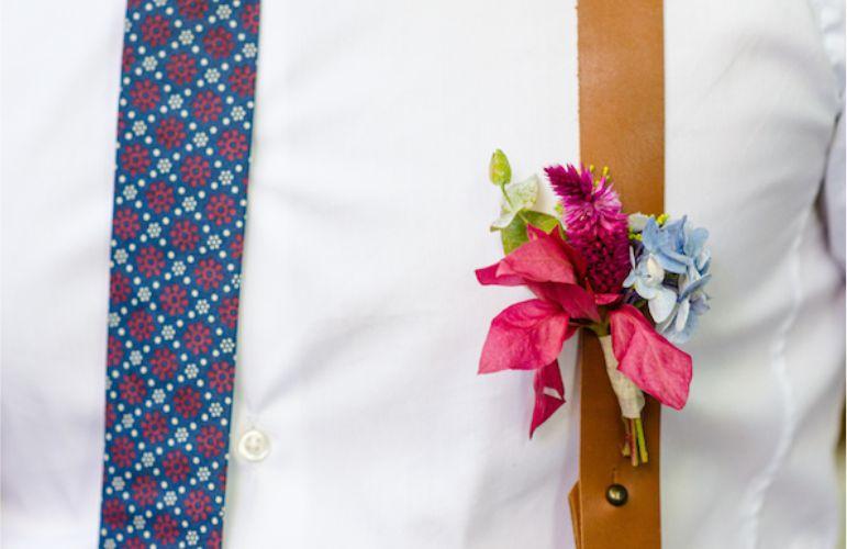 Flor no Suspensório do Noivo