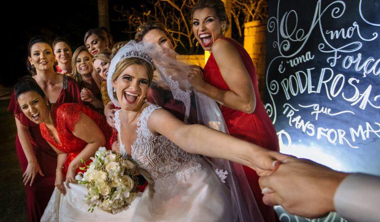 Noiva e madrinhas de casamento