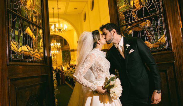 saída da cerimônia de casamento