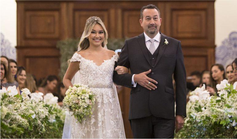 Vestido de noiva com renda para casamento tradicional | Vestido: J Del Olmo Bridal Miami