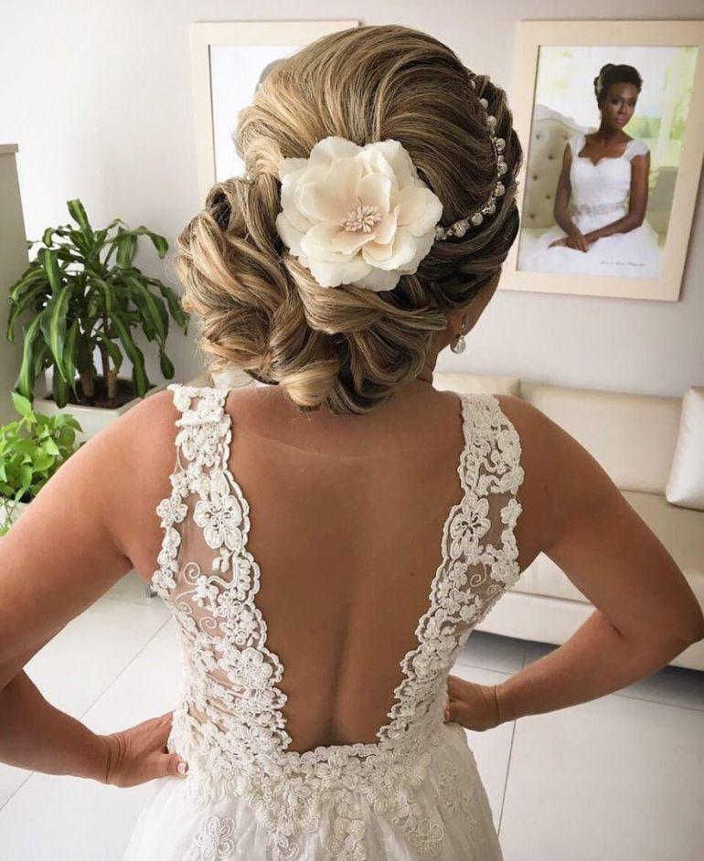 Penteados para noivas Coque Moderno