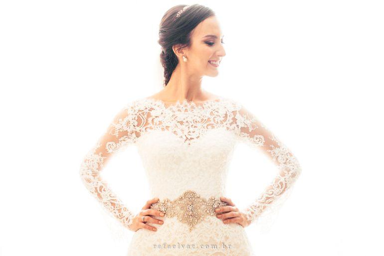 Vestido de noiva todo de renda para casamento rústico-chique | Vestido: Lucas Anderi