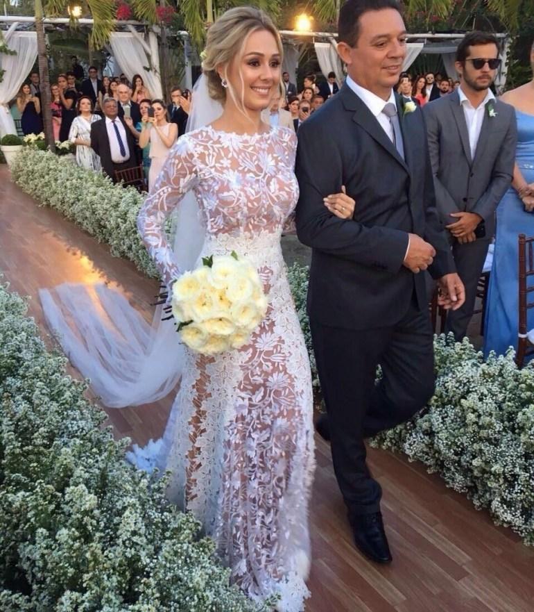 Vestido de noiva com forro nude