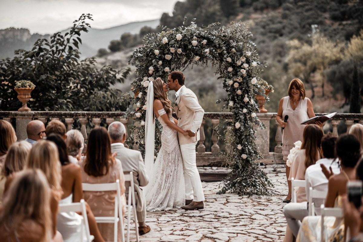 Arco de flores no casamento   Tali Photography