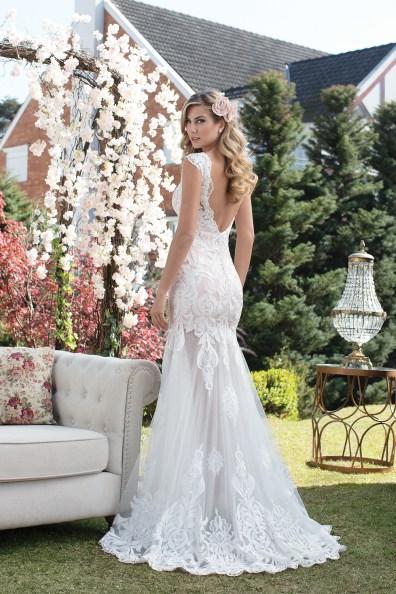 Vestido de noiva com tule e renda