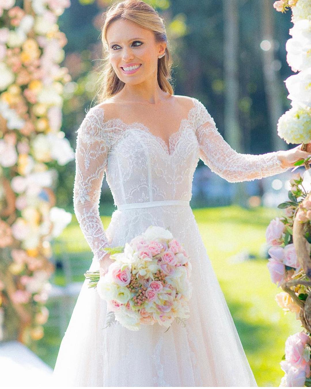 Vestido de noiva com tule | Carol Hungria