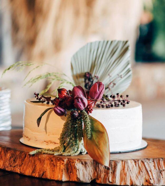Bolos de casamento decorados com folhas secas - Por: Museu De Grandes Novidades